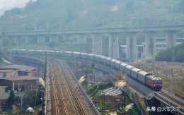 """為什麼""""火車有17和19號車廂,卻沒有18號車廂""""?分析一下?"""