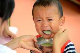 寶寶總不好好吃飯,聰明的家長這樣做,孩子吃飯香長得高